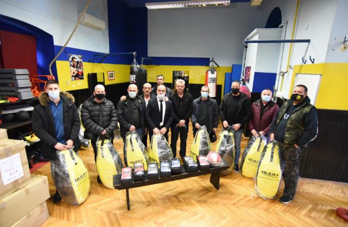 Predsjednik darivao klubove iz Primorsko goranske i Istarske županije