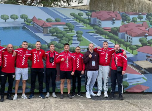 VOJVOĐANSKA ZLATNA RUKAVICA Hrvati se iz Subotice vratili s tri brončane medalje: Denis Čerepinko, Tin Landrpet i Frano Knezović